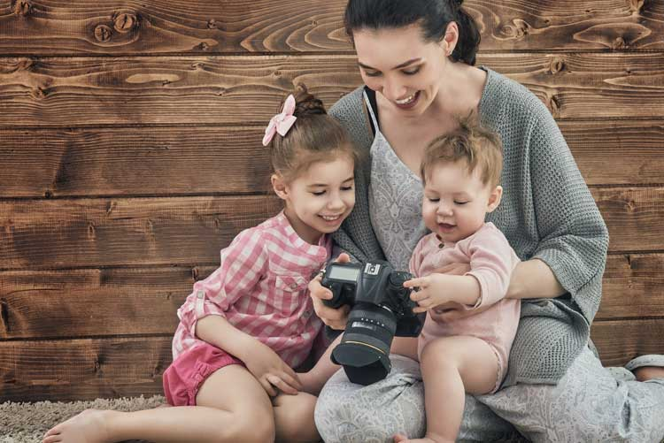 A mother shows her babies pictures from the photoshoot.